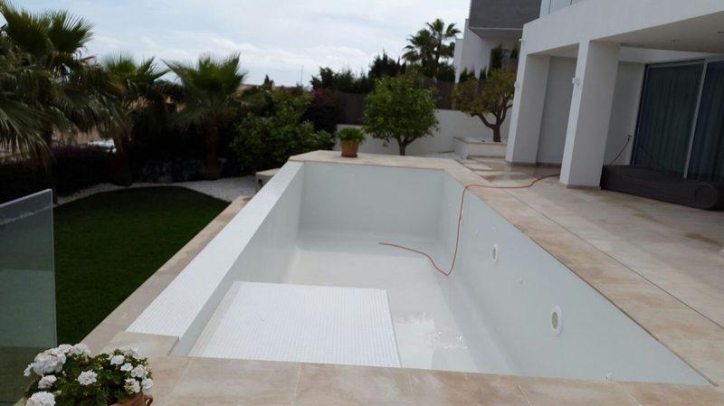 Mantenimiento de piscinas en mallorca podas y jardines mallorca - Empresas limpieza mallorca ...