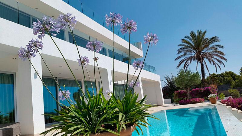 Mantenimiento de piscinas en mallorca podas y jardines for Mantenimiento de piscinas